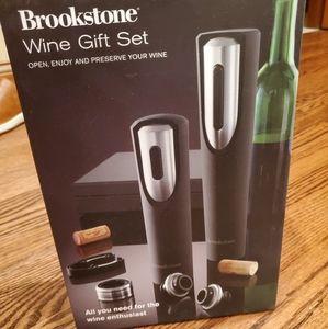 New Brookstone Wine Gift Set